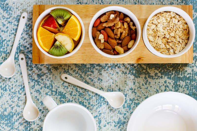 Muesli, Granola, Obstsalat, Getreide, gesundes Frühstück, Diät, Detox stockfotos
