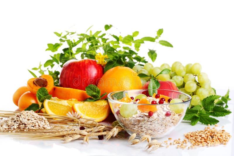Muesli mit frischer Frucht lizenzfreies stockbild