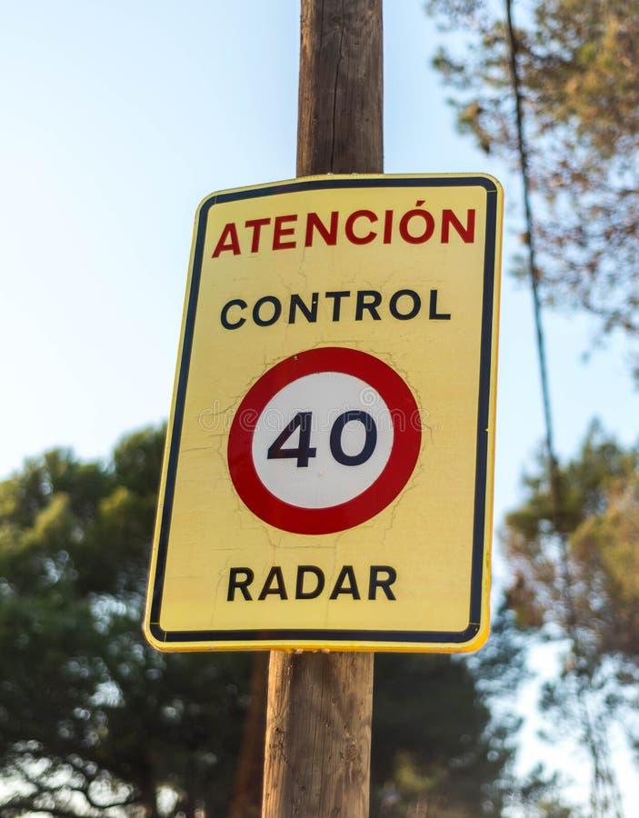 Muestra amonestadora de la velocidad del tráfico para el control del radar foto de archivo