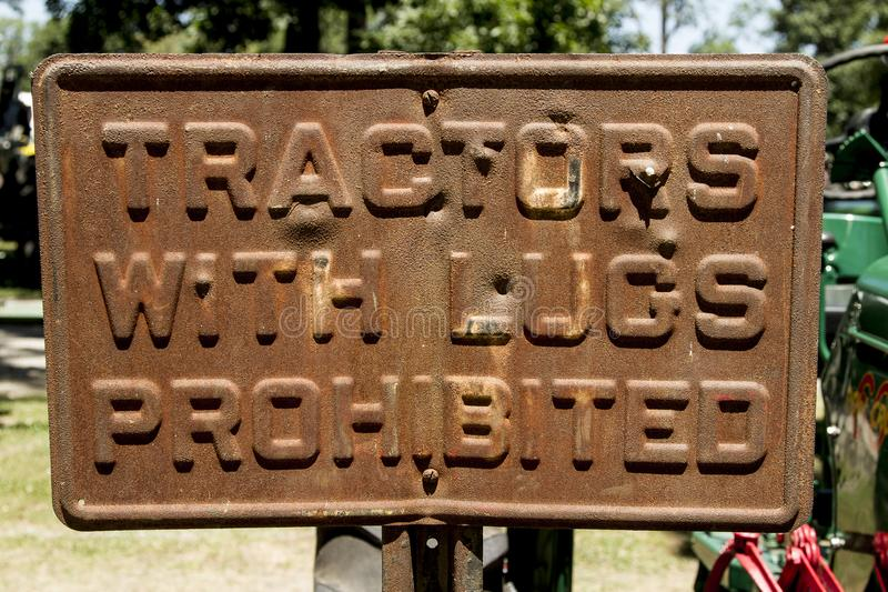 Muestra de acero aherrumbrada sucia del tractor imagen de archivo libre de regalías