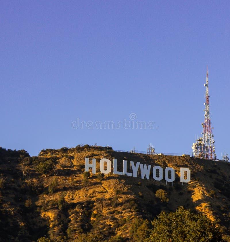 Muestra de Hollywood con el cielo azul infinito imagen de archivo libre de regalías