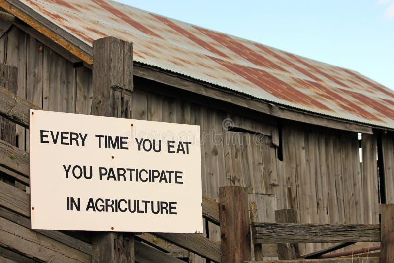 Muestra de la agricultura en un granero del país imagenes de archivo
