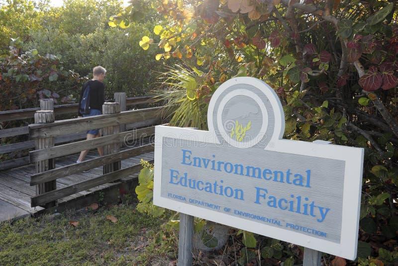 Muestra de la entrada de la instalación de la educación ambiental fotografía de archivo