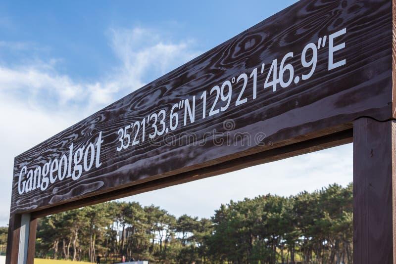 Muestra de la entrada a Ganjeolgot con los coordenadas de GPS Punto Easternmost de la península en Ulsan, Corea del Sur asia fotografía de archivo libre de regalías