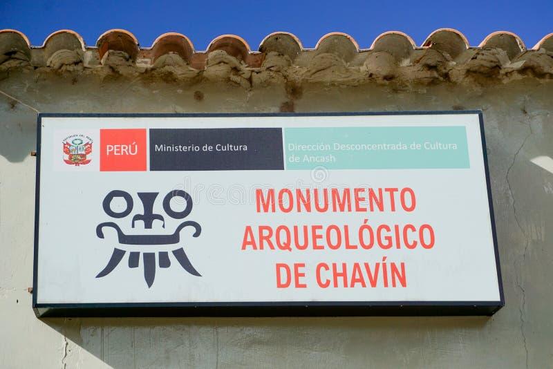 Muestra de la entrada para el museo arqueológico y las ruinas pre-Incan de Chavin de Huantar en los Andes de Perú fotografía de archivo