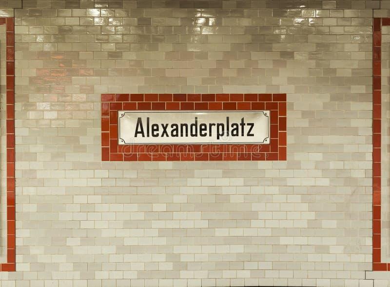 Muestra de la estación de metro de Alexanderplatz en Berlín imagenes de archivo