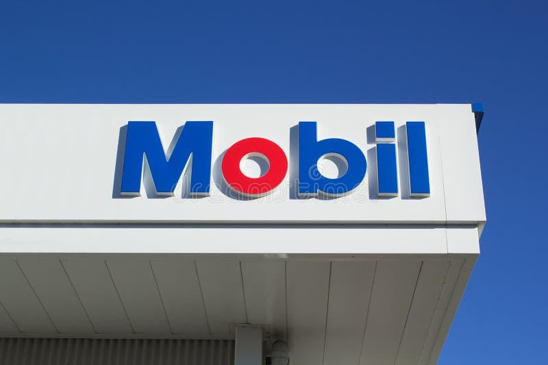 Muestra de la gasolinera de Mobil fotografía de archivo