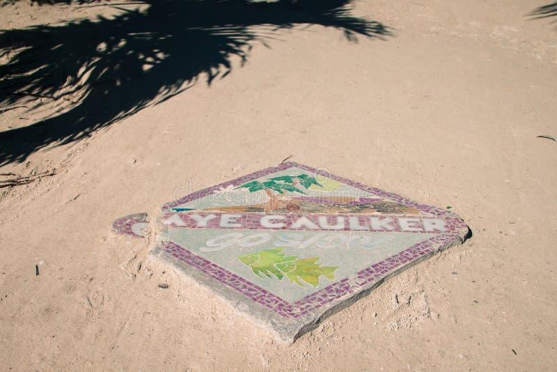 Muestra de la huelga intermitente de la isla del calafate de Caye en Sunny Day imágenes de archivo libres de regalías