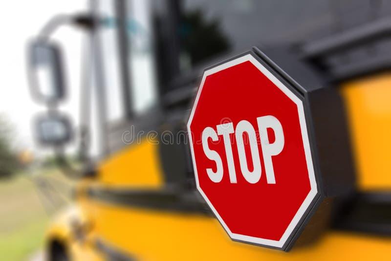 Muestra de la parada del autobús escolar fotografía de archivo