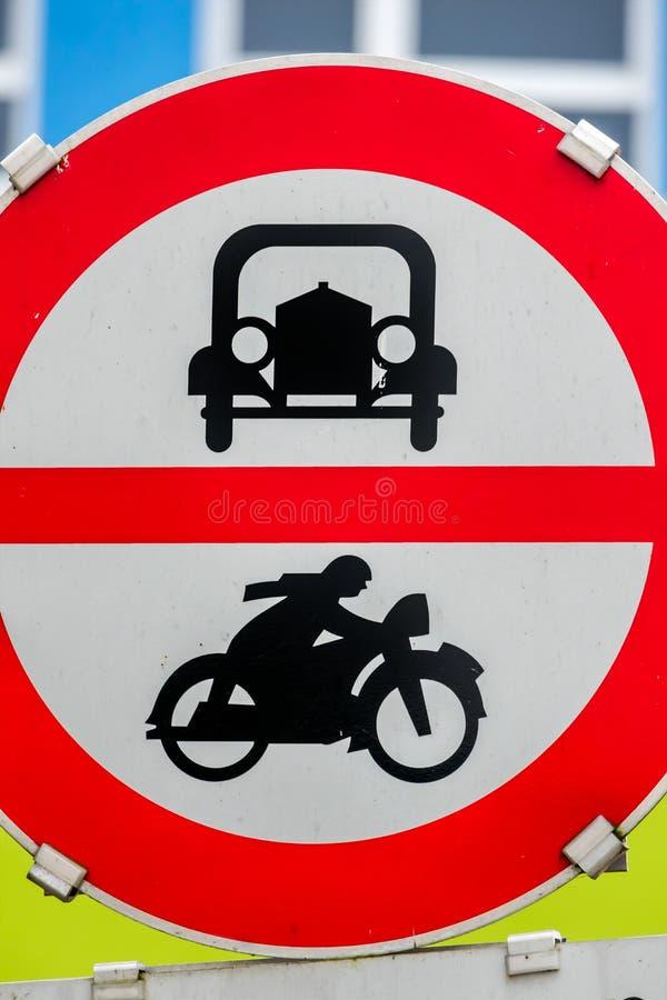 Muestra de la prohibición para el coche y la motocicleta fotos de archivo libres de regalías
