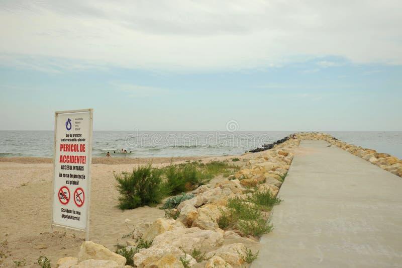 Muestra de la prohibición que nada en la costa del Mar Negro en Rumania fotos de archivo libres de regalías