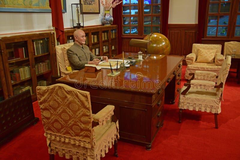 Muestra de la reconstrucción de estatua del modelo de Chiang Kai-shek en oficina fotos de archivo