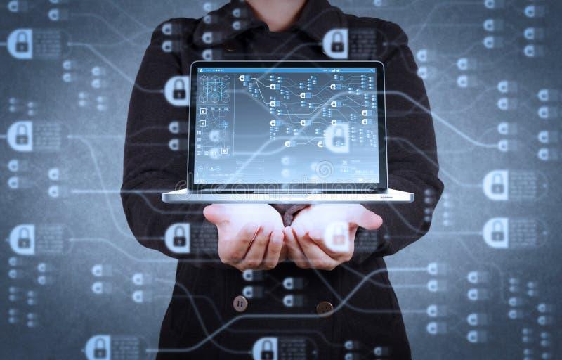 muestra de la red de la nube de la demostración de la mano del diseñador imágenes de archivo libres de regalías