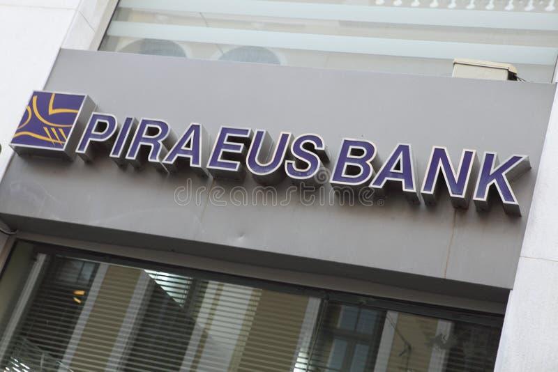 Muestra de la sucursal bancaria de Pireaus fotos de archivo