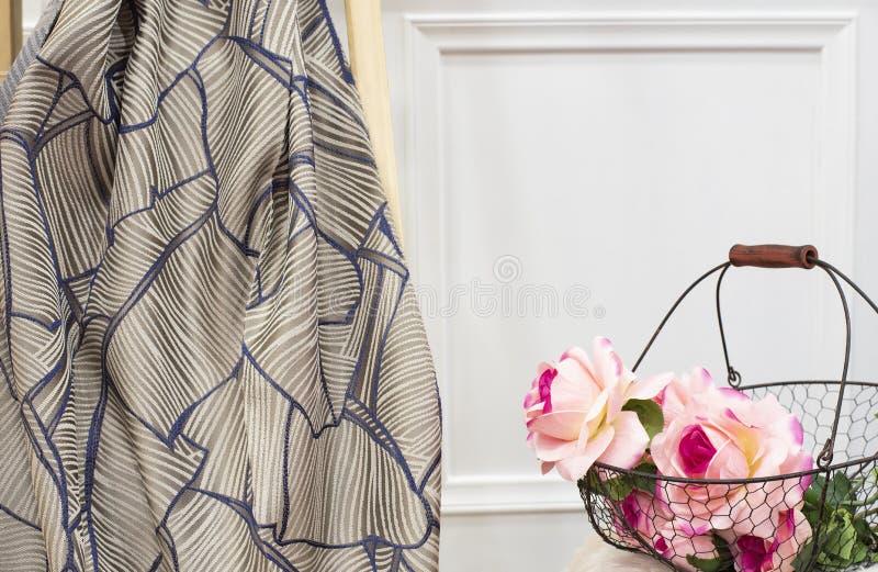 Muestra de la tela de la cortina Tapicer?a de las cortinas, de Tulle y de los muebles foto de archivo