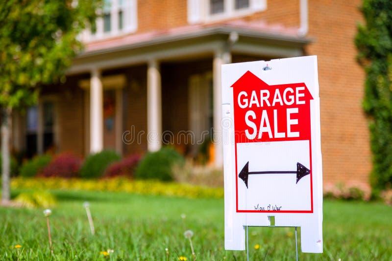 Muestra de la venta de garaje imagen de archivo libre de regalías