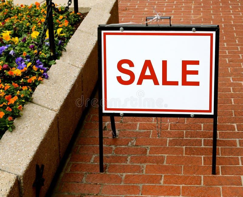 Muestra de la venta de la acera imagen de archivo libre de regalías
