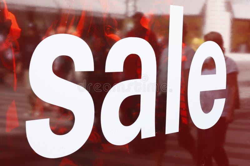 Muestra de la venta en ventana imagen de archivo libre de regalías