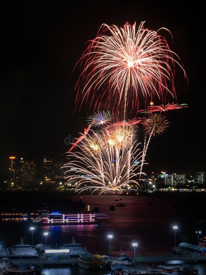 Muestra de los fuegos artificiales de la Noche Vieja de cristmas/y del festival especial imágenes de archivo libres de regalías