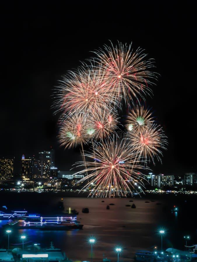 Muestra de los fuegos artificiales de la Noche Vieja de cristmas/y del festival especial imagen de archivo