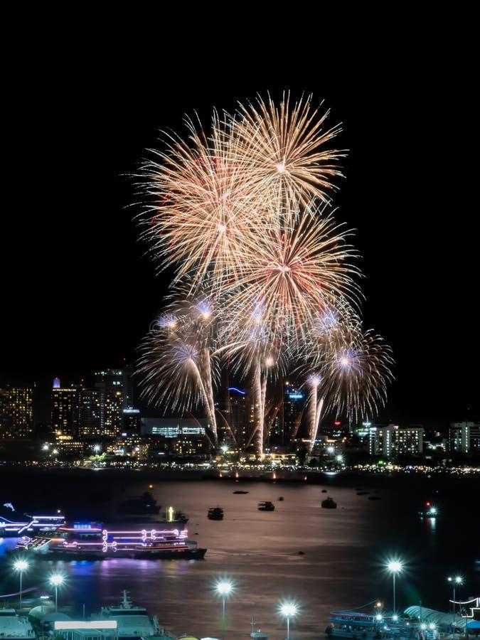 Muestra de los fuegos artificiales de la Noche Vieja de cristmas/y del festival especial imagen de archivo libre de regalías