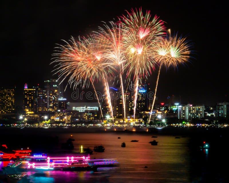 Muestra de los fuegos artificiales de la Noche Vieja de cristmas/y del festival especial fotos de archivo libres de regalías