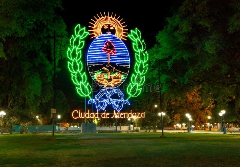 Muestra de Mendoza en la plaza Independencia en la noche - Mendoza, la Argentina - Mendoza, la Argentina foto de archivo