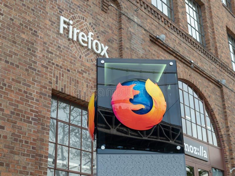 Muestra de Mozilla y logotipo de Firefox fuera de la ubicación de San Francisco imagen de archivo