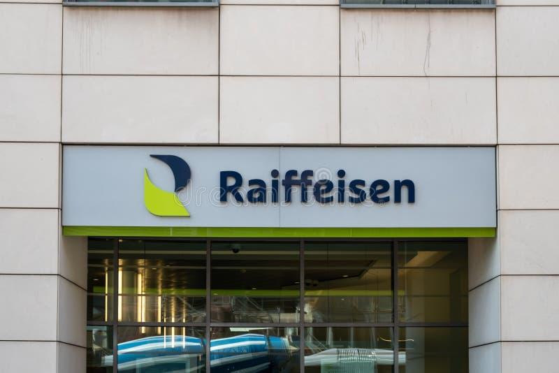 Muestra de Raiffeisen - banco cooperativo en Luxemburgo imagen de archivo libre de regalías