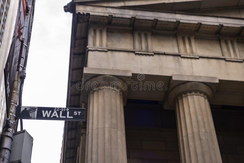 Muestra de Wall Street en Manhattan, New York City, los E.E.U.U. imagen de archivo
