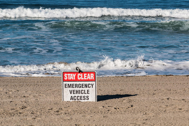 Muestra del acceso del vehículo de la emergencia de la playa fotografía de archivo libre de regalías