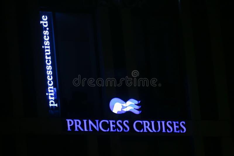Muestra del anuncio publicitario del naviera de princesa Cruises foto de archivo