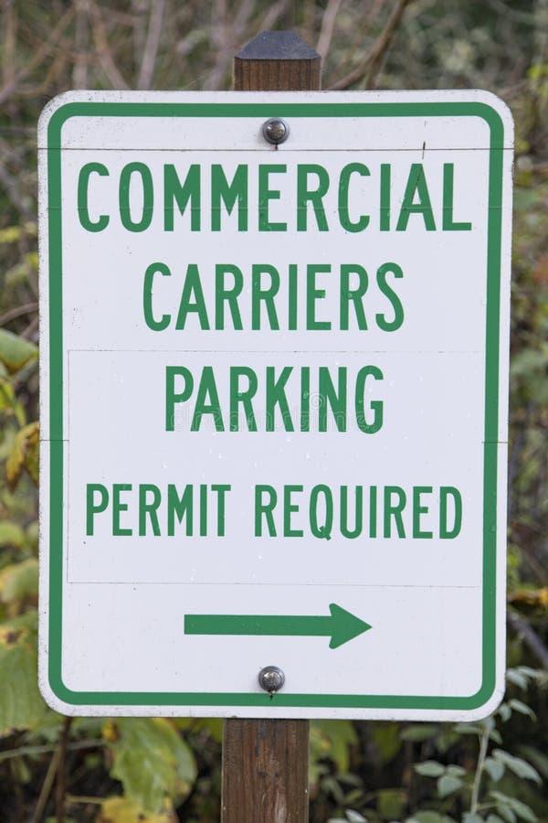 Muestra del aparcamiento de los portadores comerciales fotografía de archivo