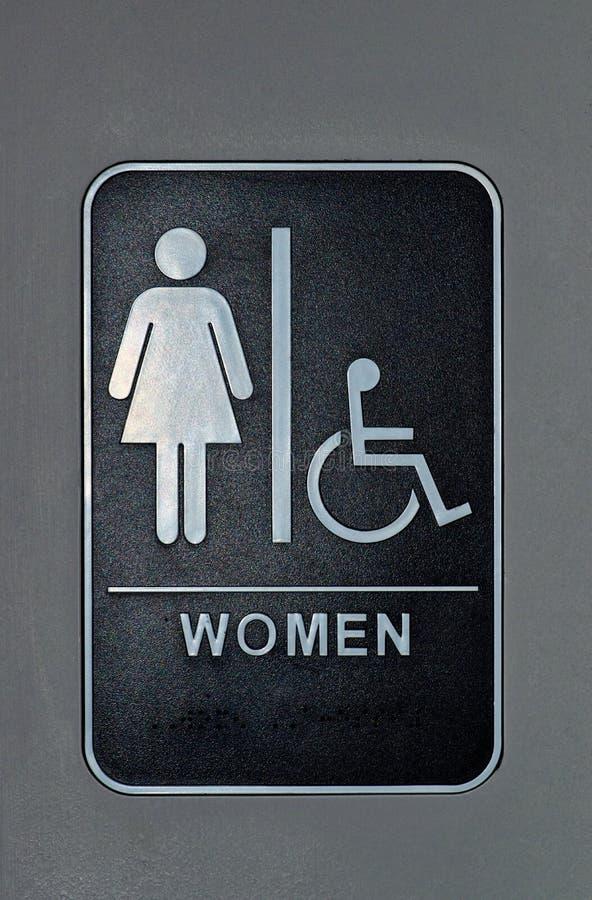 Muestra del cuarto de baño para las mujeres y las mujeres discapacitadas fotos de archivo libres de regalías