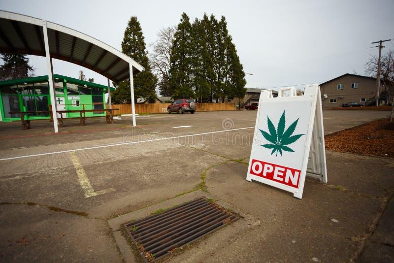 Muestra del dispensario de la marijuana fotos de archivo