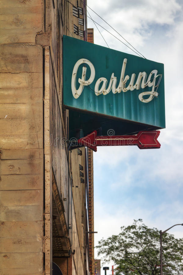 Muestra del garage de estacionamiento de la vendimia foto de archivo libre de regalías