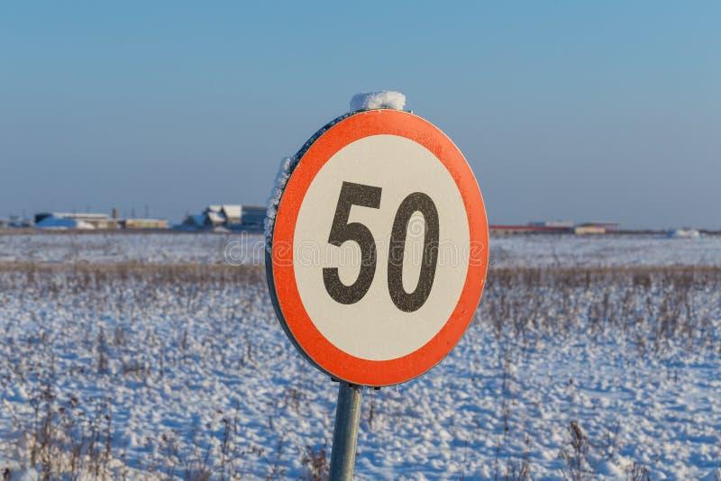 Muestra 50 del límite de velocidad fotografía de archivo libre de regalías