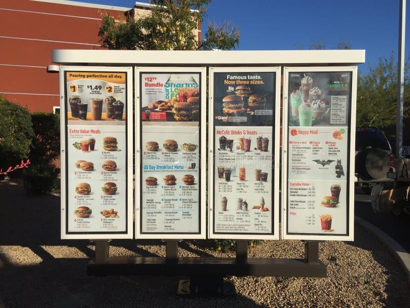 Muestra del menú de los alimentos de preparación rápida de McDonalds imagen de archivo