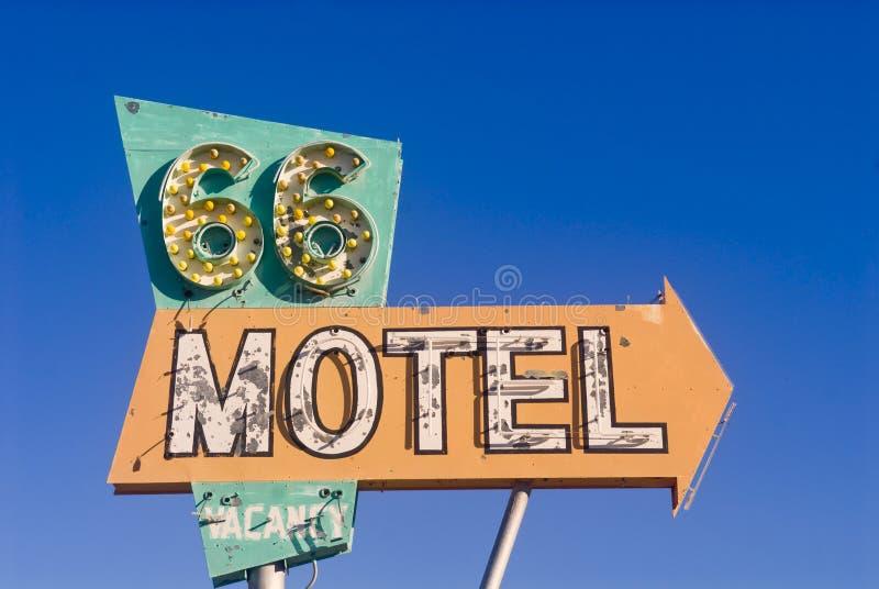 Muestra del motel de la ruta 66 de un motel abandonado fotografía de archivo