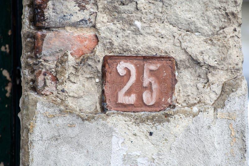 Muestra del número de casa veinticinco foto de archivo