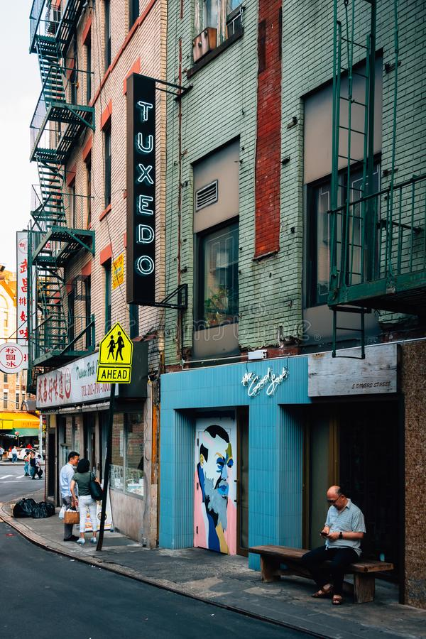 Muestra del smoking en la calle de Doyers en Chinatown, Manhattan, New York City fotos de archivo libres de regalías