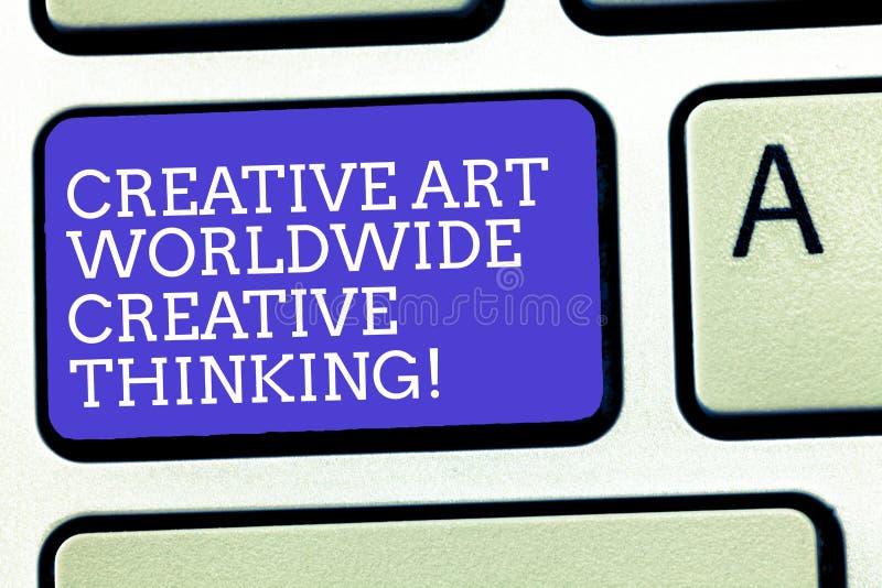 Muestra del texto que muestra a Art Worldwide Creative Thinking creativo Teclado moderno global del diseño de la creatividad de l foto de archivo libre de regalías
