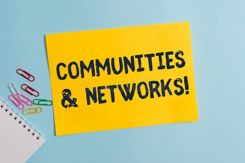 Muestra del texto que muestra comunidades y redes Colaboración conceptual de la foto de aprendizajes y prácticas de miembros clar imágenes de archivo libres de regalías