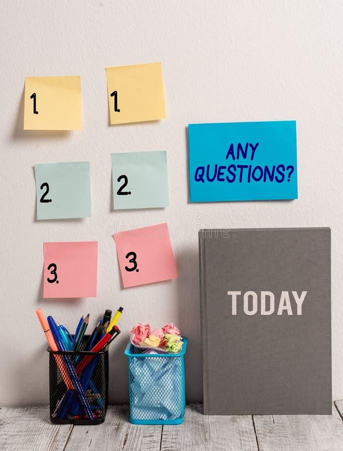 Muestra del texto que muestra cualquier pregunta de las preguntas Foto conceptual que usted dice escribir orden para pedir la dem fotografía de archivo libre de regalías