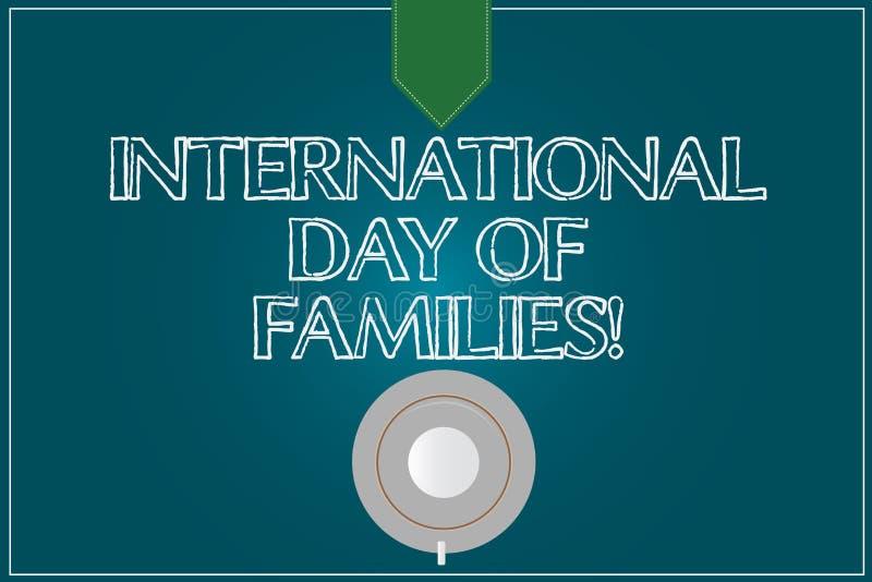 Muestra del texto que muestra el día internacional de familias Platillo conceptual de la taza de café de la celebración de la uni stock de ilustración