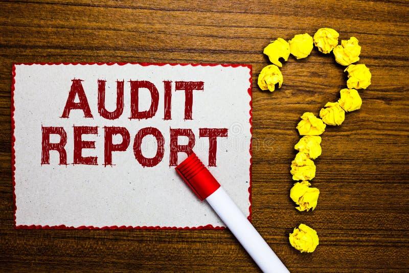 Muestra del texto que muestra el informe de auditoría Foto conceptual una valoración de la situación financiera completa de un ma imagenes de archivo
