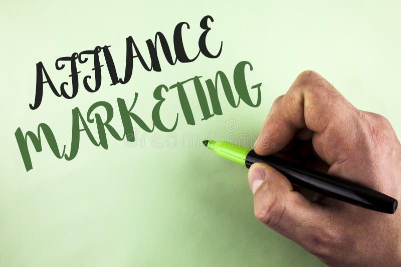 Muestra del texto que muestra el márketing del Affiance Foto conceptual que se une a dos o más compañías en lo mismo coloque la m foto de archivo