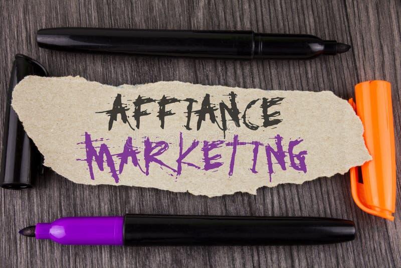 Muestra del texto que muestra el márketing del Affiance Foto conceptual que se une a dos o más compañías en lo mismo coloque la m fotos de archivo