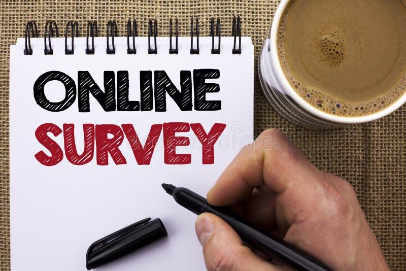 Muestra del texto que muestra encuesta en línea Cuestionario de las opiniones de los comentarios de clientes de la encuesta de Di fotos de archivo libres de regalías