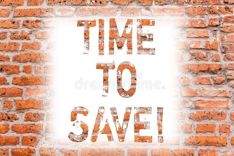 Muestra del texto que muestra hora de ahorrar El dinero de ahorro del comienzo conceptual de la foto para los planes futuros o qu fotografía de archivo